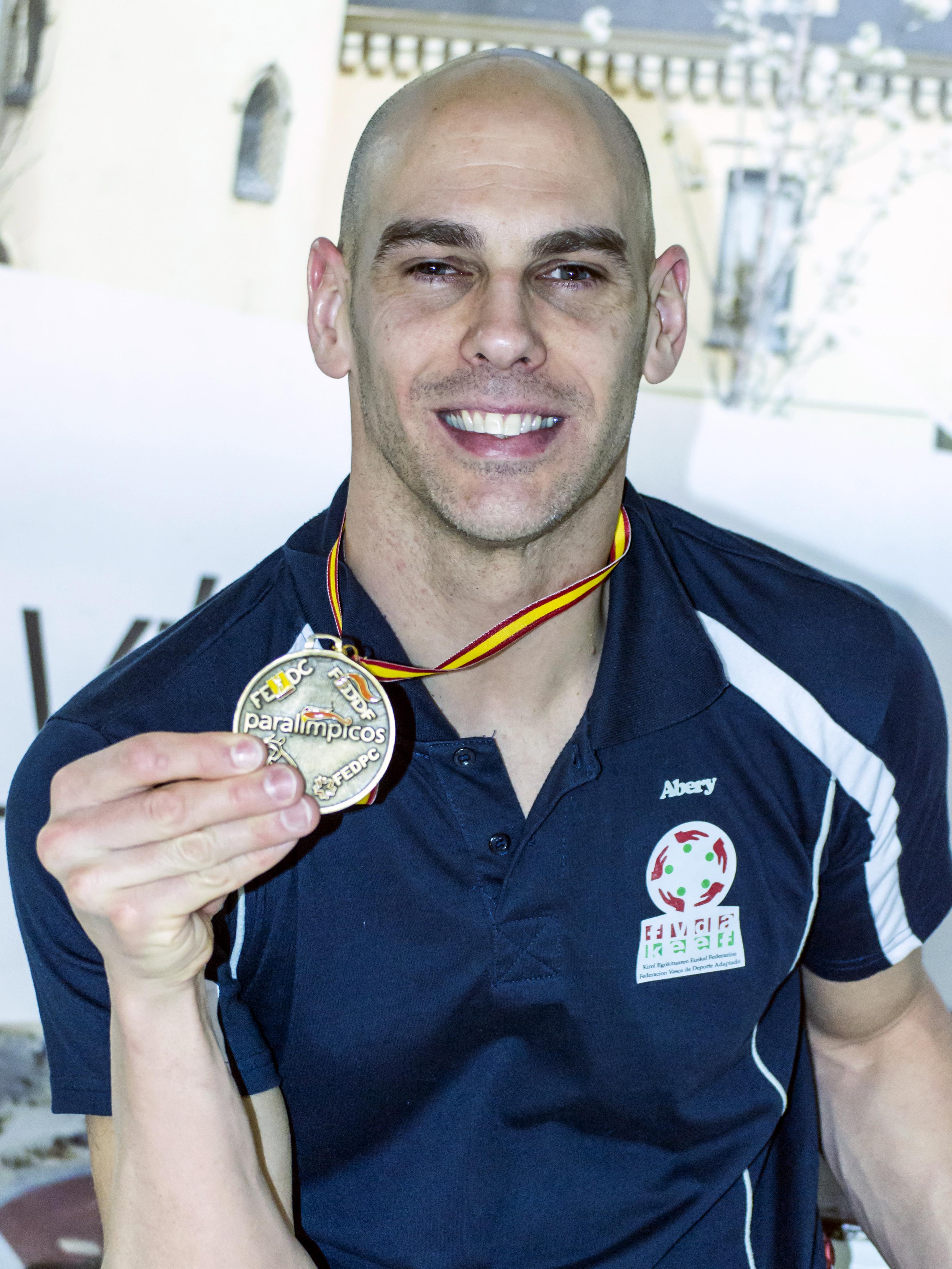 Richard medalla, foto Silvia Laya.jpg