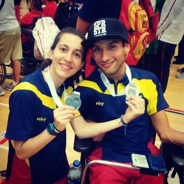 Wafid Boucherit y su auxiliar con sus medallas de plata - Muy orgullosos de vosotros.